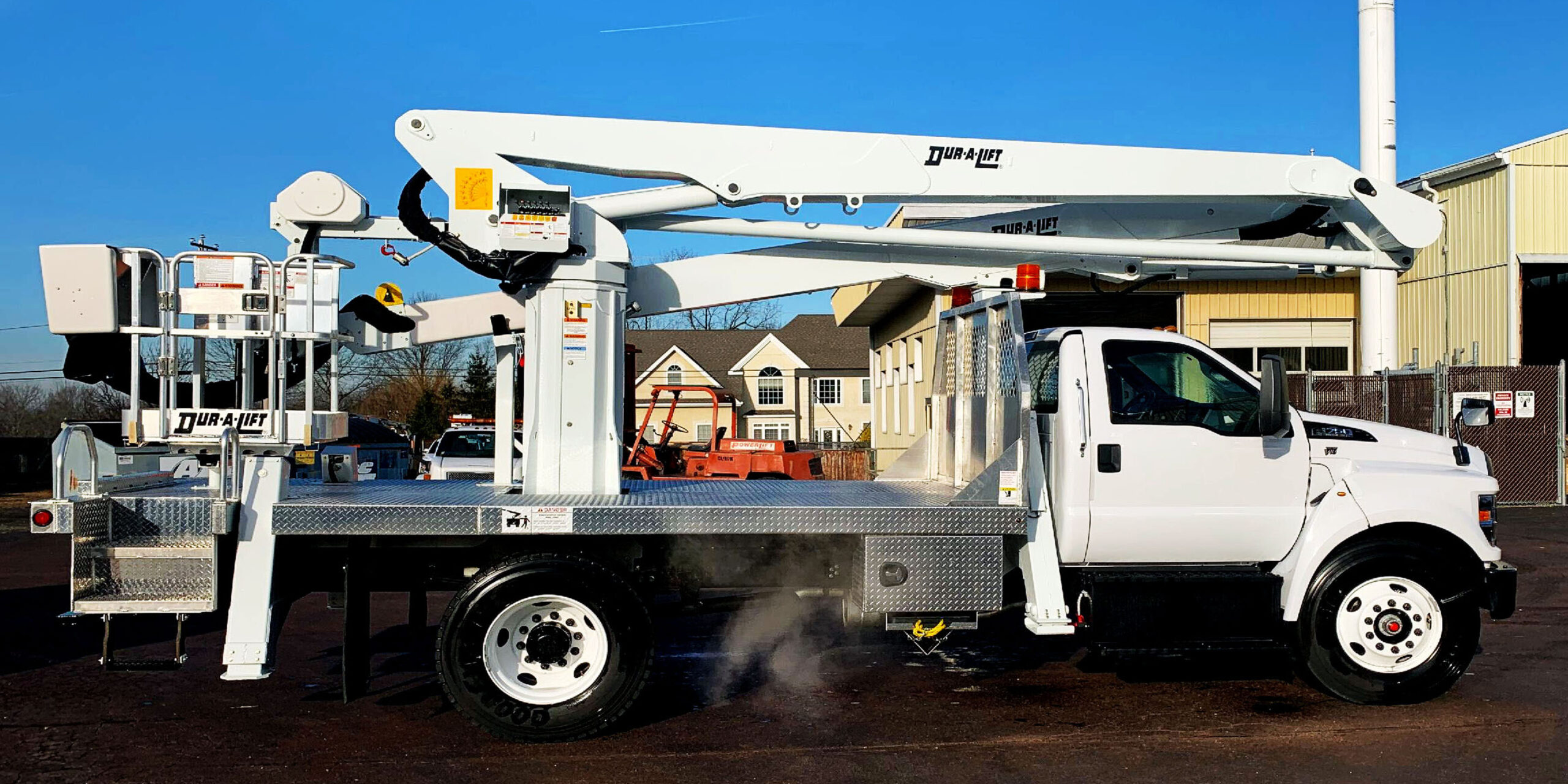 Bucket Trucks and Towing Equipment Sales and Rentals | Mobile Lifts, LLC